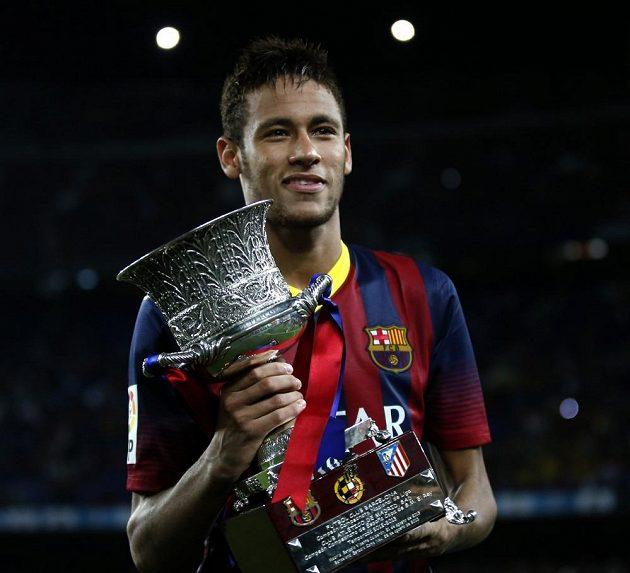 Brazilec Neymar získal v Barceloně svou první trofej - španělský Superpohár.