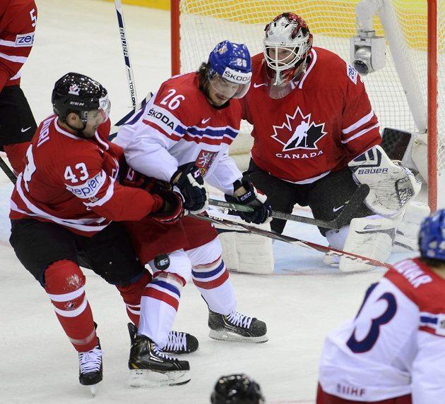 Zleva Nazem Kadri z Kanady, český reprezentant Martin Zaťovič a kanadský brankář James Reimer.