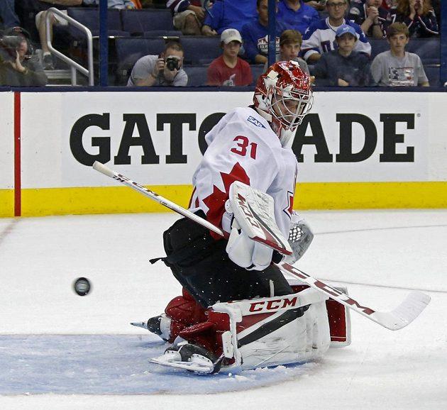 Kanadský brankář Carey Price (31) propouští gól.