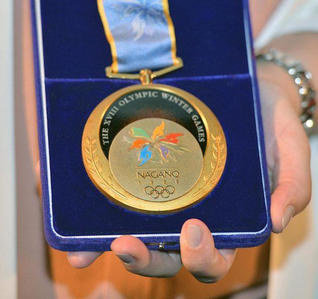 Zlatá olympijská medaile Petra Svobody z Nagana 1998.