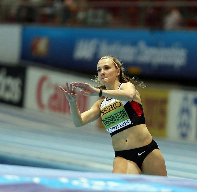 Stříbrná pětibojařka Brianne Theisenová-Eatonová z Kanady.
