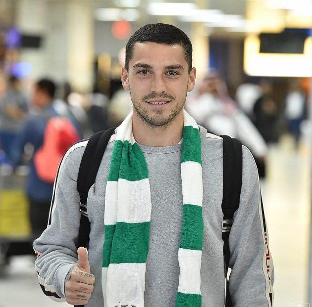 Nicolae Stanciu již s šálou klubu Al Ahlí.