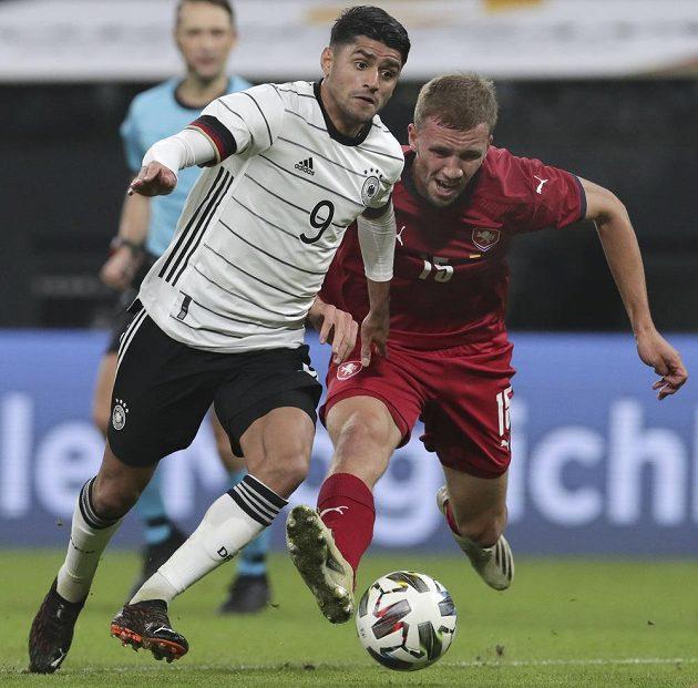 Tomáš Souček (vpravo) a Němec Mahmoud Dahoud.