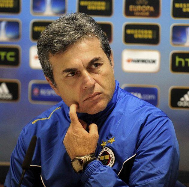 Trenér fotbalistů Fenerbahce Istanbul Aykut Kocaman na středeční tiskové konferenci v Plzni.