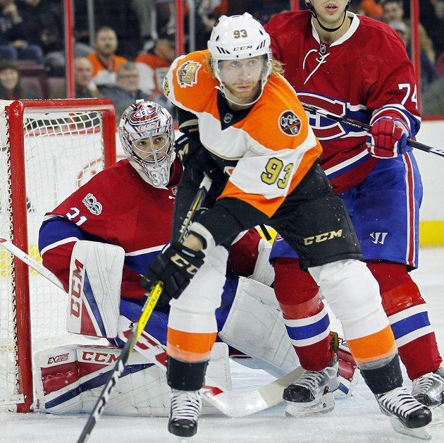 Jakub Voráček před brankou Careyho Price z Montrealu.