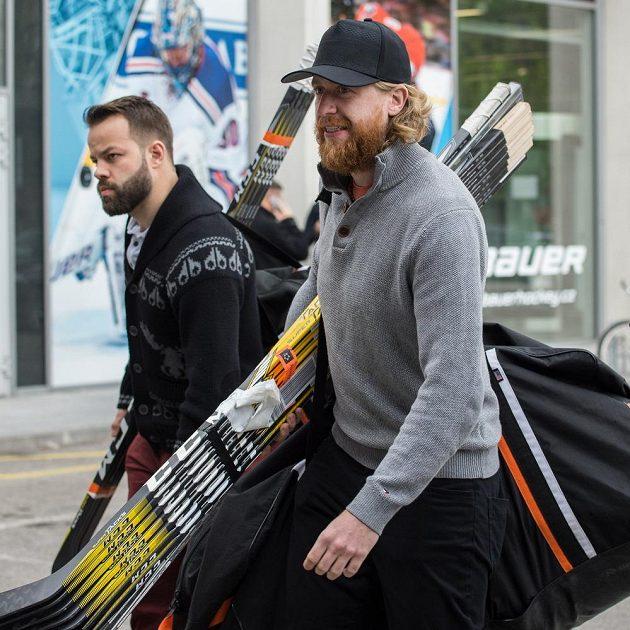 Jakub Voráček (vpravo) a Radko Gudas během srazu hokejové reprezentace v Českých Budějovicích.
