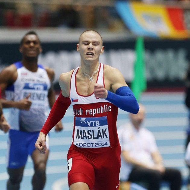 Pavel Maslák ve finále závodu na 400 metrů.