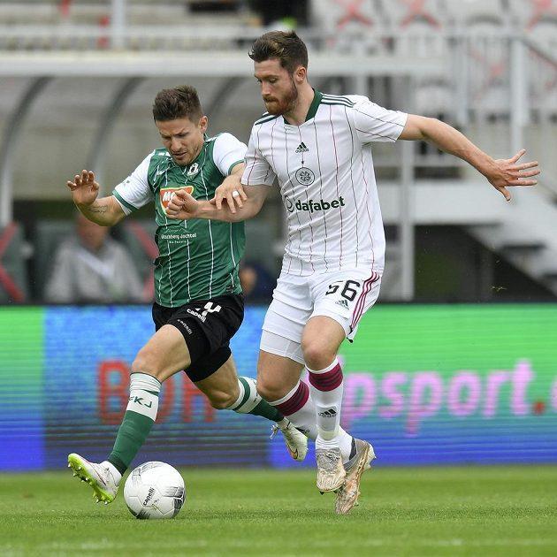 Zleva Václav Pilař z Jablonce a Anthony Ralston ze Celtiku v utkání 3. předkola Evropské ligy.