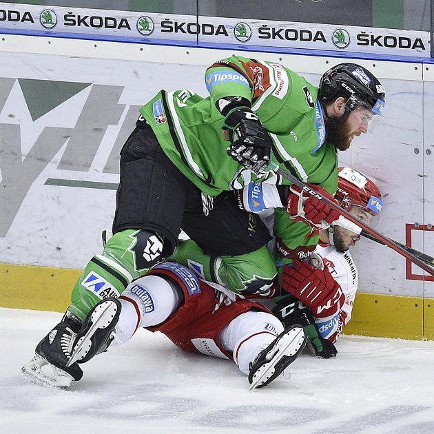 Zleva Petr Šidlík z Mladé Boleslavi a Patrik Hrehorčák z Třince.