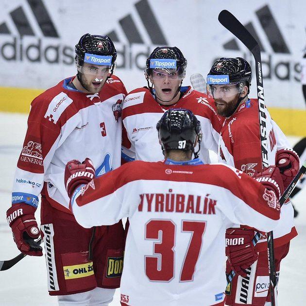 Hráči Olomouce se radují z prvního gólu, který dal Marek Laš (vzadu uprostřed).