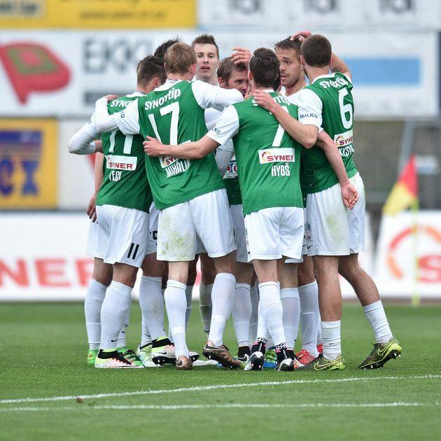 Radost hráčů Jablonce z prvního gólu proti Slovácku.