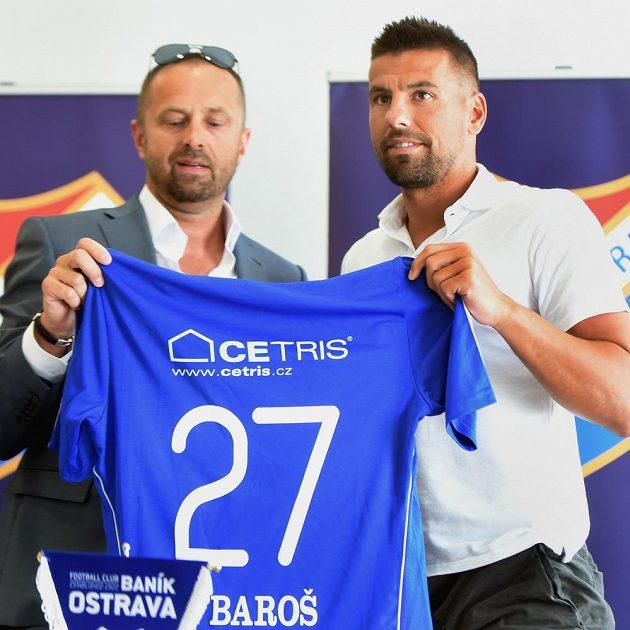 Milan Baroš (vpravo) podepsal s vedením Baníku Ostrava kontrakt na jeden rok. Vlevo je majitel klubu Václav Brabec.