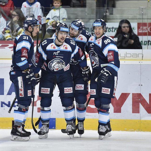 Hokejisté Liberce se radují z gólu. Zleva Dominik Lakatoš, Martin Bakoš, Petr Kolmann a Tyler Redenbach.