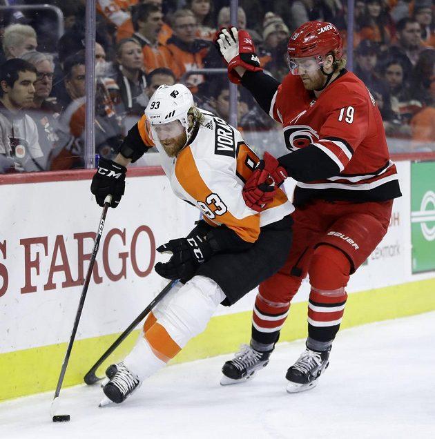 Útočník Philadelphie Flyers Jakub Voráček si v duelu NHL s Carolinou Hurricanes připsal dvě asistence.