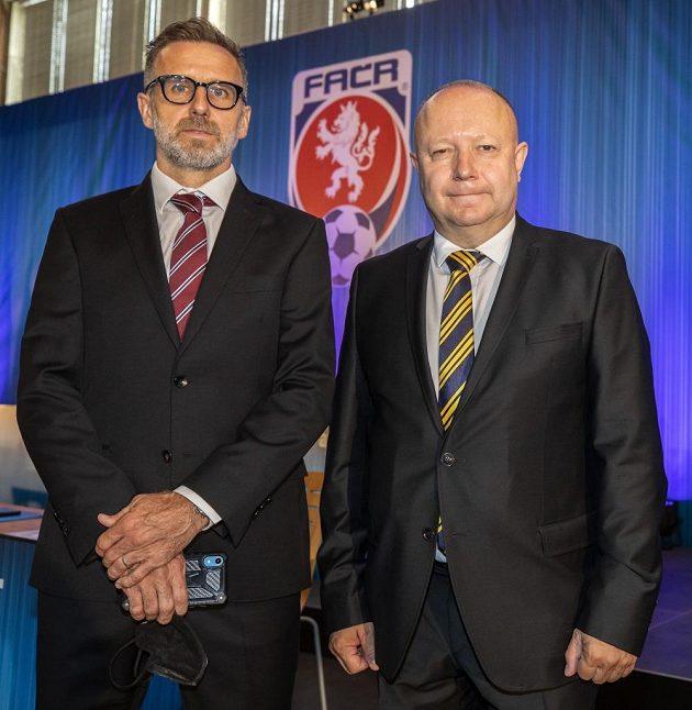 Karel Poborský (vlevo) a Petr Fousek ještě před volbou předsedy FAČR v Nymburce.