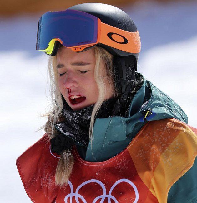 Australanka Emily Arthurová ve finále U-rampy na medaili nedosáhla, místo toho si natloukla a skončila s krvavým zraněním.
