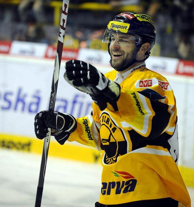 Litvínovský útočník Peter Jánský se raduje z druhého gólu svého celku proti Hradci Králové.