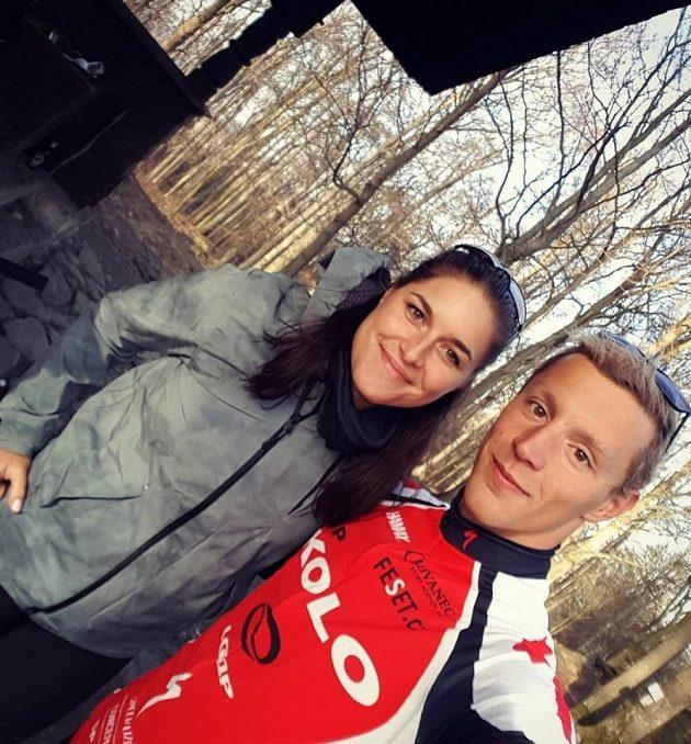 Barbora Hermannová při sportovní aktivitě s partnerem Janem Mickou.