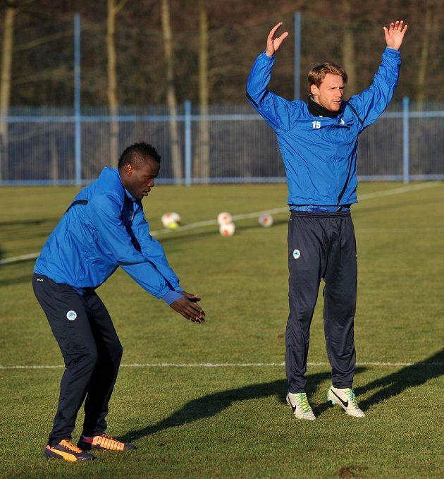 Dzon Delarge (vlevo) a Radoslav Kováč na prvním tréninku fotbalistů Liberce před jarní částí sezóny.