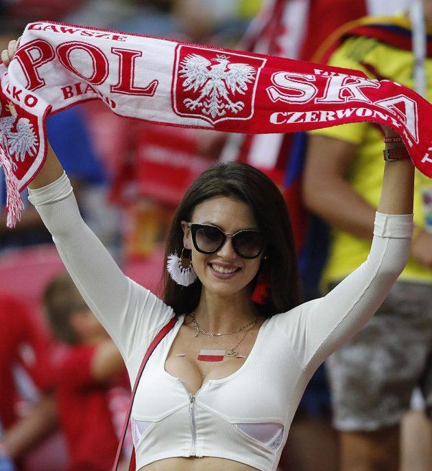 Polská fanynka na návštěvě zápasu s Kolumbií v Kazani.