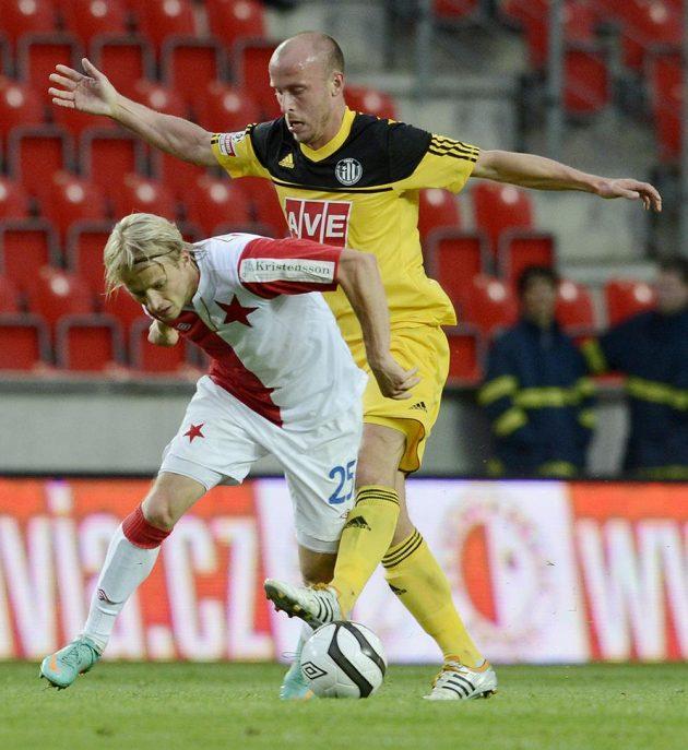 Hrdina středečního utkání Tomáš Mičola ze Slavie (vlevo) a Ivo Táborský z Českých Budějovic.