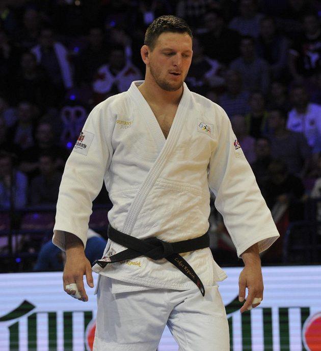 Český judista Lukáš Krpálek (v bílém) při čtvrtfinále ME s Gruzíncem Guramem Tušišvilim.