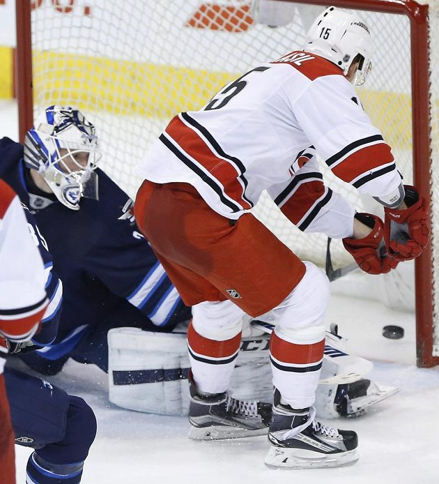 Andrej Nestrašil vstřelil svůj druhý gól proti Winnipegu kličkou do bekhendu.