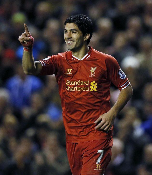 Útočník Liverpoolu Luis Suárez se raduje z gólu do sítě West Hamu.