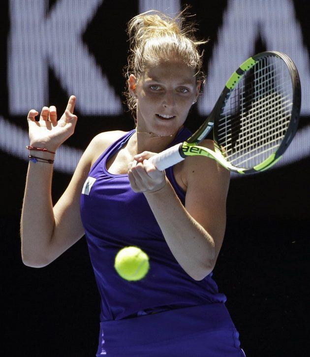 Kristýna Plíškova při utkání s Němkou Angelique Kerberovou.