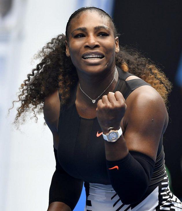 Serena Williamsová oslavuje vítězství nad Švýcarkou Belindou Bencicovou v 1. kole Australian Open.