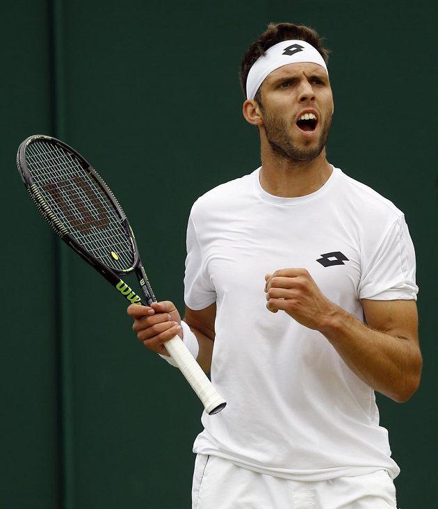 Jiří Veselý postoupil do osmifinále Wimbledonu poprvé v kariéře.