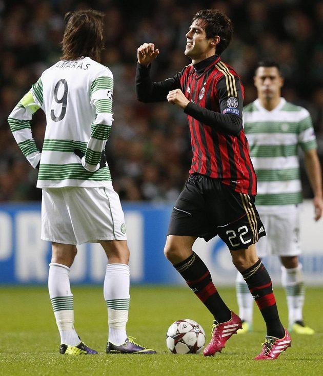 Kaká z AC Milán se raduje z branky, kterou vstřelil Celtiku.