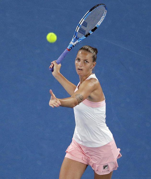 Karolína Plíšková při utkání s Japonkou Naomi Ósakaovou v Melbourne.