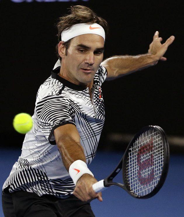 Švýcar Roger Federer při utkání s Tomášem Berdychem.