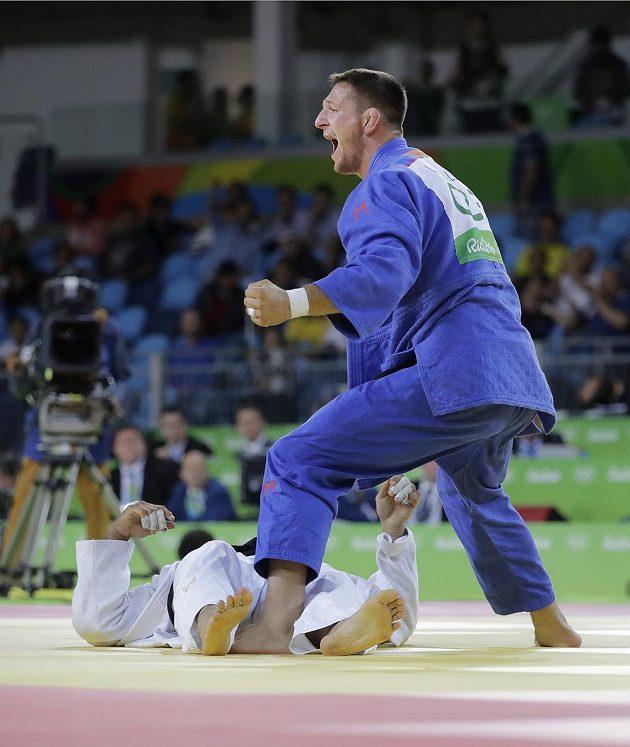 Obrovská radost judisty Lukáše Krpálka po finálovém vítězství nad Elmarem Gasimovem z Ázerbájdžánu.