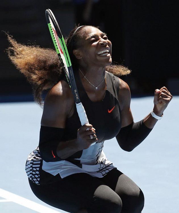 Americká tenistka Serena Williamsová slaví postup do semifinále Australian Open.