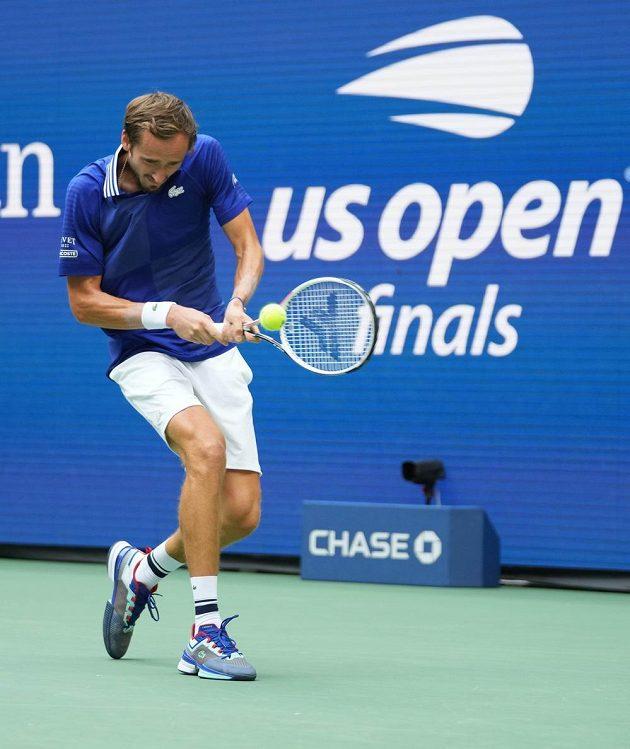 Nasazená dvojka US Open v akci - ruský tenista Daniil Medveděv.