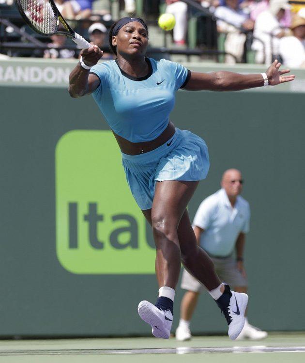 Američanka Serena Williamsová v osmifinálovém utkání se Světlanou Kuzněcovovou z Ruska.