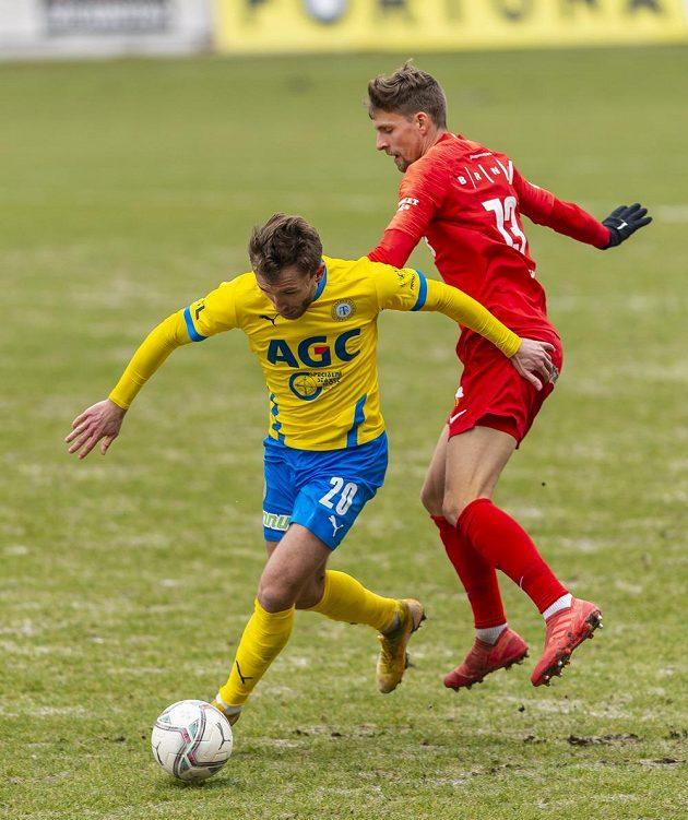 Zleva Daniel Trubač z Teplic a Jiří Texl z Brna v osmifinále poháru.