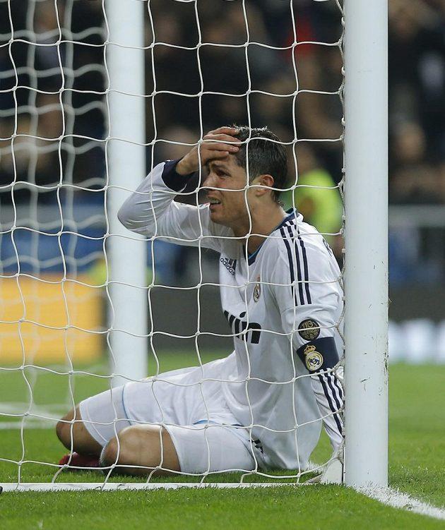 Cristiano Ronaldo z Realu nechápe, jak mohl v El Clásicu zahodit stoprocentní šanci.