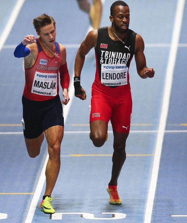 Český atlet Pavel Maslák (vlevo) v cíli semifinále HMS v Birminghamu.