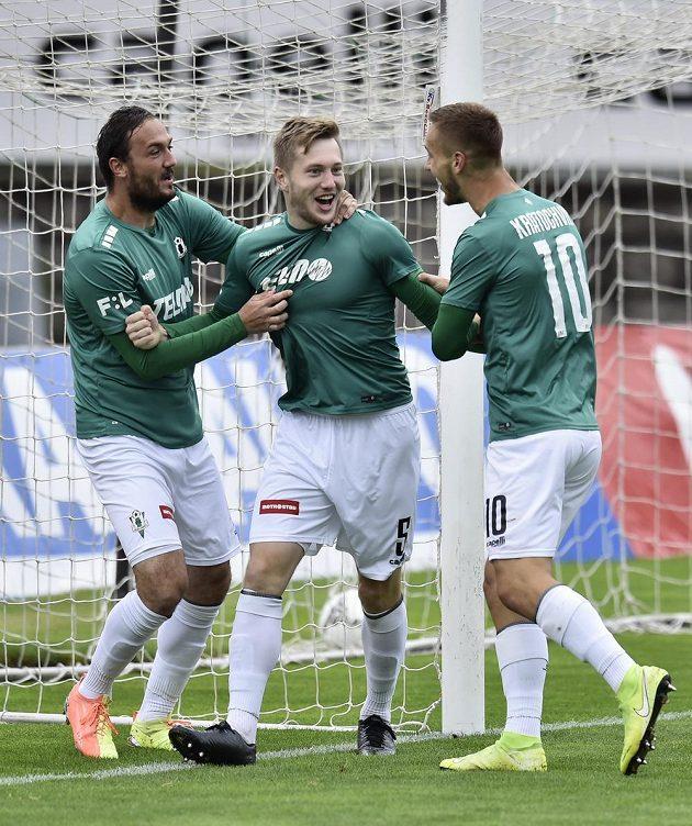 Fotbalisté Jablonce se radují z úvodního gólu Davida Štěpánka (uprostřed).