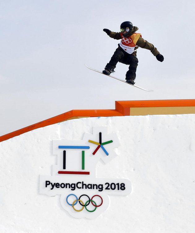 Český snowboardista Petr Horák v olympijském závodě.