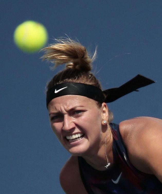 Petra Kvitová při utkání prvního kola newyorského turnaje se Srbkou Jelenou Jankovičovou.
