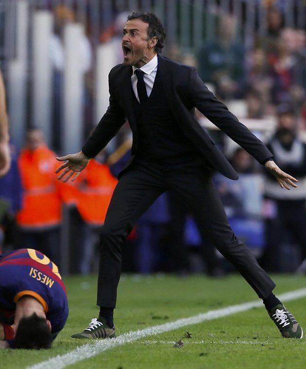 Trenér Barcelony Luis Enrique během utkání s Atlétikem Madrid.