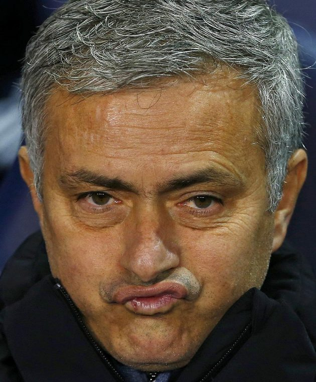 Kouč Chelsea Jose Mourinho během utkání s Tottenhamem.