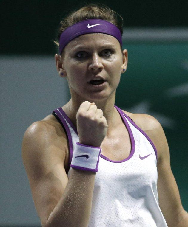 Lucie Šafářová se raduje po jednom z vítězných míčků v zápase s Angelique Kerberovou.
