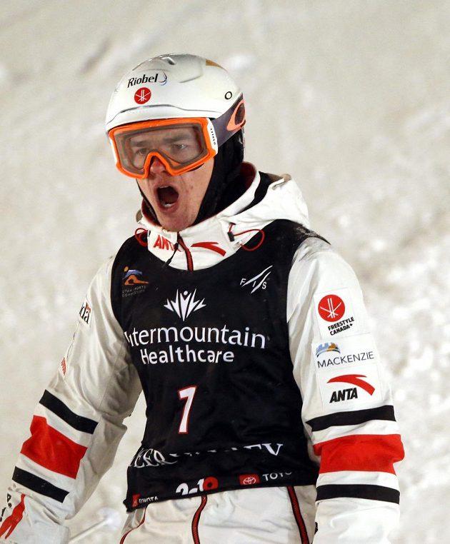 Kanadský akrobatický lyžař Mikael Kingsbury během závodu MS v akrobatickém lyžování v disciplíně duální moguly.