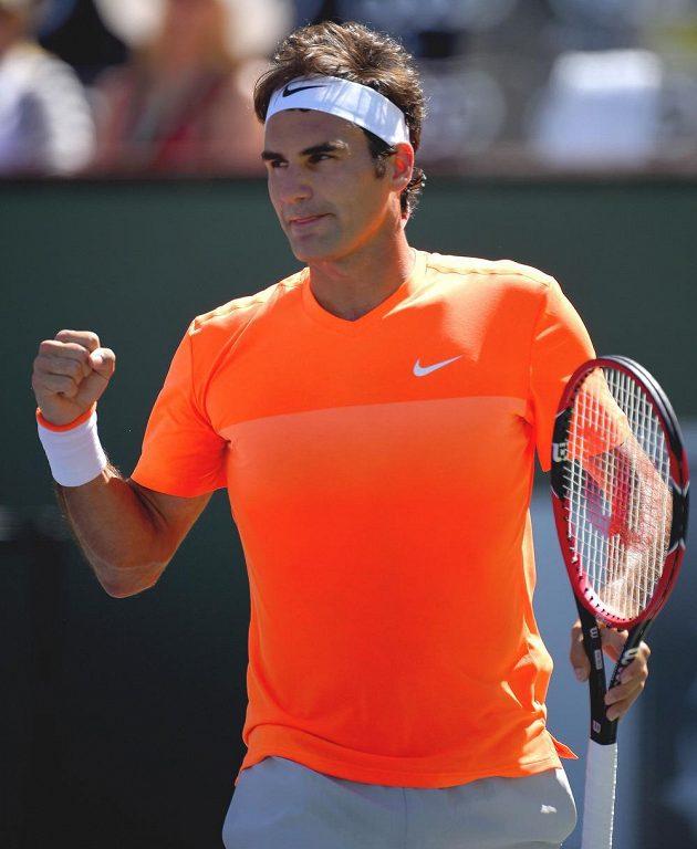 Roger Federer slaví výhru nad Tomášem Berdychem.