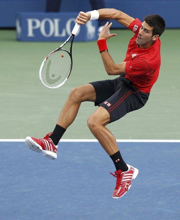Srb Novak Djokovič během finále US Open proti Rafaelu Nadalovi.